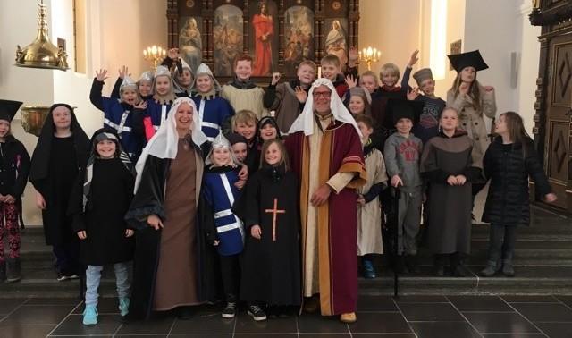 Skoletjenesten i udklædning i Vor Frue Kirke